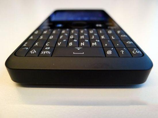 诺基亚Asha新机发布:物理全键盘回归-幻想曲通讯