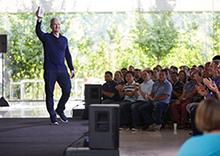 苹果iPhone创造历史 九年售超过10亿部