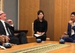 梁朝伟代言小米手机 苹果库克首次访日 资讯每日评1017