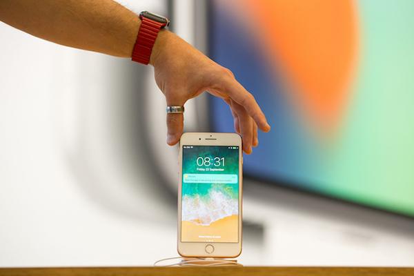 未来的 iPhone 会使用曲面屏,还支持「无接触」式操作?