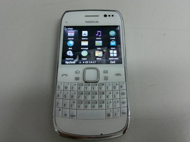 触屏全键盘双输入白色款诺基亚E6-00现身