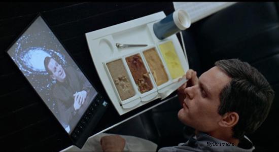 苹果已在美国对三星提起专利侵权诉讼,并寻求对三星平板电脑的初步禁售令。对此,三星表示,iPad的一项设计专利来自1968年的科幻电影《2001太空漫游》。   三星表示,在斯坦利·库布里克的电影《2001太空漫游》中,其中一个片段显示,两名宇航员在用餐时使用个人平板电脑。电影中的平板电脑拥有长方形的外形,其中的主要部分是一个显示屏,边框很窄,而正反两面都是平面。   换句话说,三星认为,如果说三星抄袭了苹果的平板电脑设计,那么苹果实际上也抄袭了《2001太空漫游》中出现的用品。   不