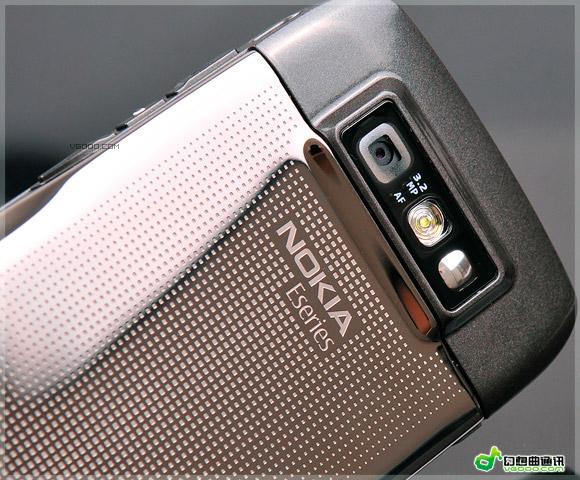 诺基亚 e71/E71 的摄像头模块位于机身的背部,320万像素摄像头模块非常...